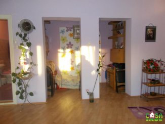 Casa de vanzare cu 3 camere, in zona Centru, Targoviste Dambovita