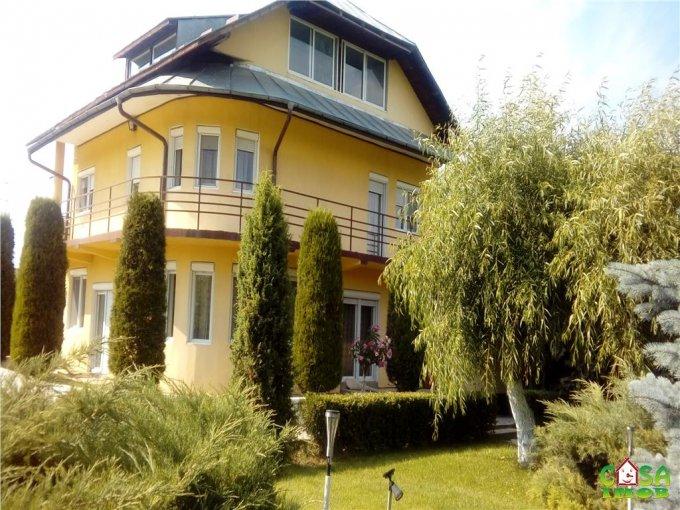 Vila de vanzare direct de la agentie imobiliara, in Targoviste, cu 200.000 euro. 2 grupuri sanitare, suprafata utila 260 mp. Are 1 etaj si 5 camere.