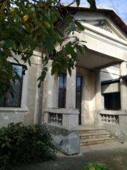 agentie imobiliara vand Vila cu 1 etaj, 3 camere, zona Centrul Vechi, orasul Targoviste