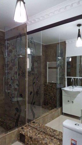 Apartament de vanzare in Galati cu 2 camere, cu 1 grup sanitar, suprafata utila 50 mp. Pret: 43.000 euro. Usa intrare: Metal. Usi interioare: Lemn.