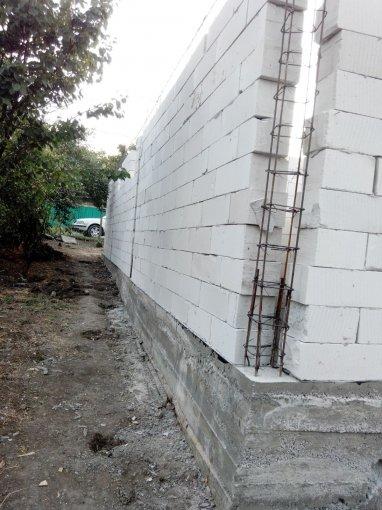 Teren intravilan de vanzare in Sivita. Suprafata terenului 1930 metri patrati, deschidere 30 metri. Pret: 18000 euro Destinatie: Rezidenta.