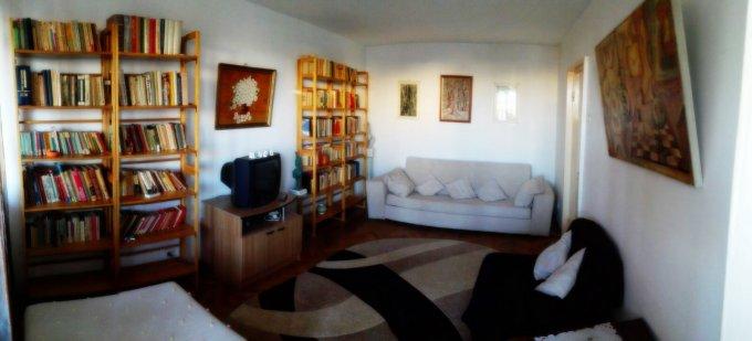 Apartament de inchiriat in Iasi cu 3 camere, cu 1 grup sanitar, suprafata utila 70 mp. Pret: 300 euro. Usa intrare: Metal. Usi interioare: Lemn. Mobilat clasic.