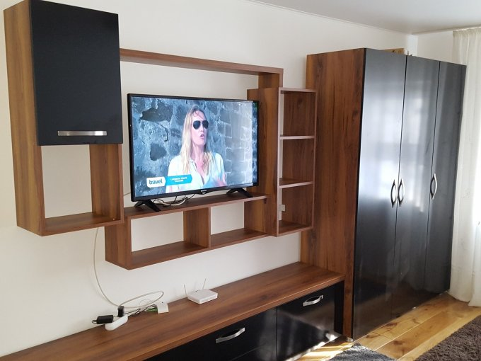 Garsoniera inchiriere Nicolina 1 Mobilata lux  etajul 1 din 4 etaje, 1 grup sanitar, cu suprafata de 40 mp. Iasi, zona Nicolina 1. Mobilata lux.