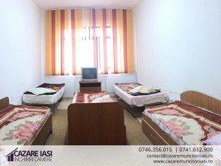 Camera cu 5 paturi, grup sanitar comun pe etaj