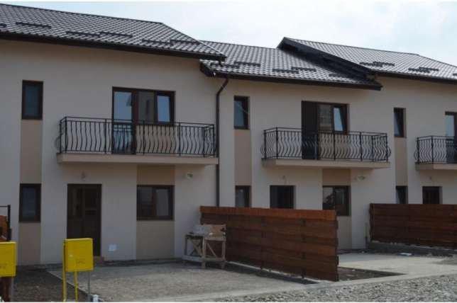 Vila cu 4 camere, 1 etaj, cu suprafata utila de 110 mp, 2 grupuri sanitare, 3  balcoane. 72.000 euro. Destinatie: Rezidenta, Birou. Vila Centru Iasi