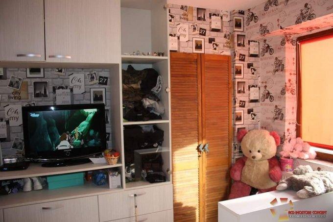 Apartament de vanzare in Buftea cu 2 camere, cu 1 grup sanitar, suprafata utila 50 mp. Pret: 51.000 euro negociabil. Usa intrare: Metal. Usi interioare: PVC.
