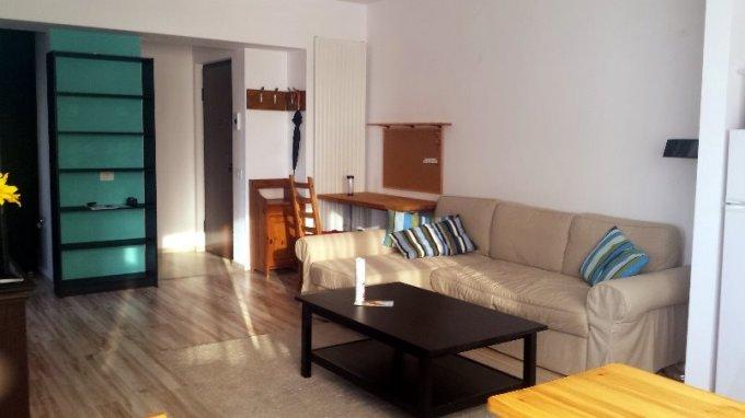 Apartament de inchiriat in Pipera cu 2 camere, cu 1 grup sanitar, suprafata utila 52 mp. Pret: 450 euro. Usa intrare: Metal. Usi interioare: Lemn. Mobilat modern.