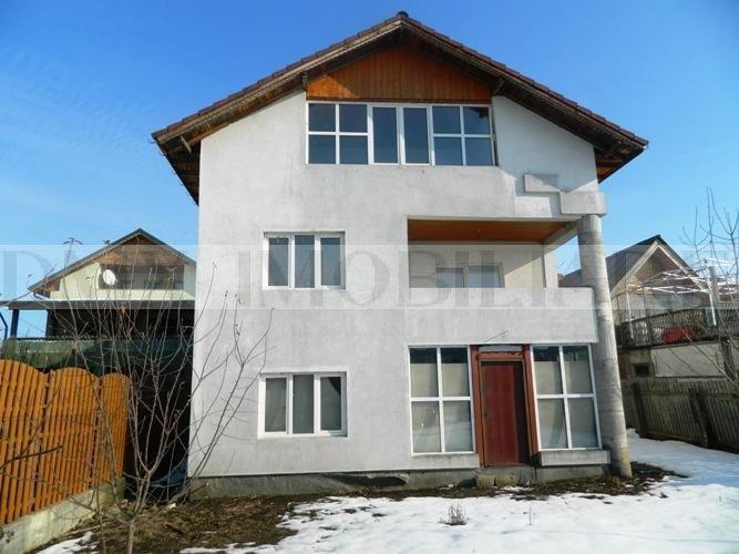 Casa de vanzare direct de la agentie imobiliara, in Saftica, cu 80.000 euro. 3  balcoane, 2 grupuri sanitare, suprafata utila 238 mp. Are  5 camere.
