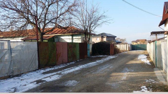 Casa de vanzare in Chitila cu 6 camere, cu 1 grup sanitar, suprafata utila 860 mp. Suprafata terenului 860 metri patrati, deschidere 28 metri. Pret: 105 euro negociabil. Casa