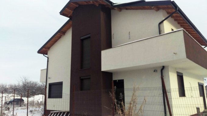 Casa de vanzare in Bragadiru cu 7 camere, cu 3 grupuri sanitare, suprafata utila 238 mp. Suprafata terenului 570 metri patrati, deschidere 15 metri. Pret: 180.000 euro negociabil. Usa intrare: PVC. Casa