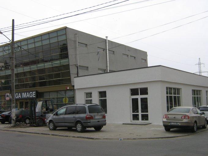 Centru Pantelimon Spatiu comercial de inchiriat, cu 2 grupuri sanitare, suprafata 112 mp. Pret: 3.030 EUR negociabil.  Vitrina: latime 15 metri, inaltime 2.8 metri.