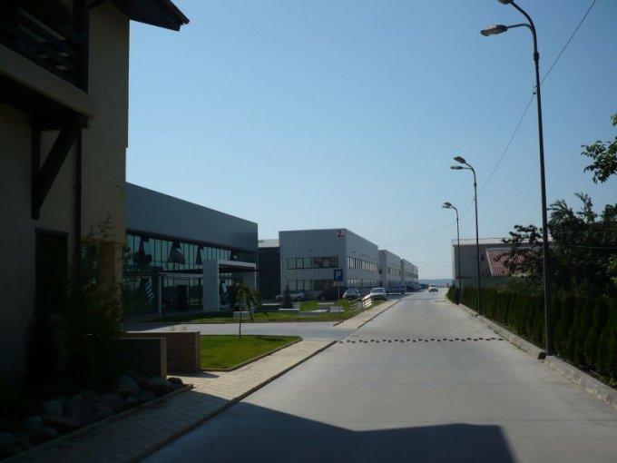 de inchiriat spatiu industrial, 2 grupuri sanitare, suprafata de 10000 mp. In orasul Buftea.  EUR. Suprafata terenului: 1000 metri patrati. Deschidere teren: 40 metri.