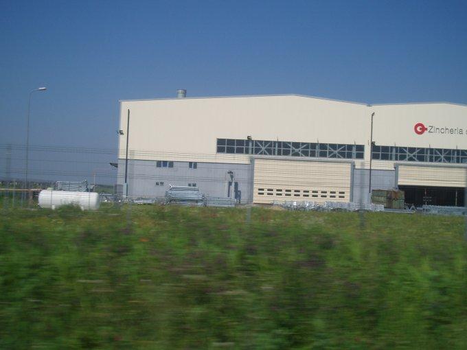 Teren intravilan de vanzare direct de la agentie imobiliara, in Balotesti, cu 150.000 EUR. Suprafata de teren 10000 metri patrati cu deschidere de 50 metri.  Destinatie: Birou, Comercial, Hala productie, Depozit.