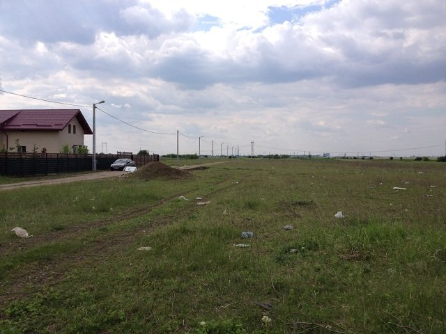 Teren intravilan de vanzare direct de la proprietar, in Bucuresti, zona Berceni, cu 8.900 euro. Suprafata de teren 417 metri patrati cu deschidere de 15 metri.  Destinatie: Rezidenta.