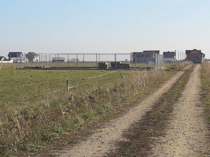 Teren intravilan de vanzare direct de la proprietar, in Berceni, cu 7.500 euro negociabil. Suprafata de teren 390 metri patrati cu deschidere de 16 metri.  Destinatie: Rezidenta.