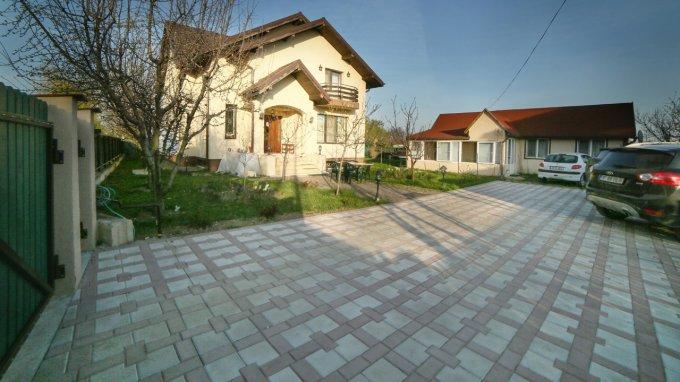 Saftica vila cu 8 camere, 1 etaj, 4 grupuri sanitare, cu suprafata utila de 319 mp, suprafata teren 1005 mp si deschidere de 35 metri. In localitatea Saftica.
