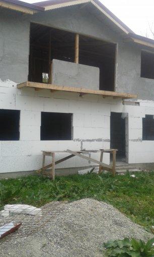 Vila de vanzare direct de la agentie imobiliara, in Glina, cu 23.800 euro. 1  balcon, 2 grupuri sanitare, suprafata utila 120 mp. Are 1 etaj si 3 camere.