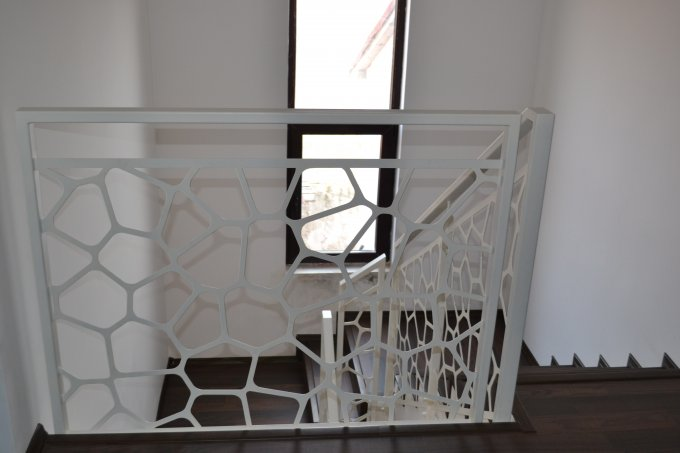 Vila cu 1 etaj, 4 camere, 2 grupuri sanitare, avand suprafata utila 200 mp. Pret: 44.900 euro negociabil. proprietar vanzare Vila.