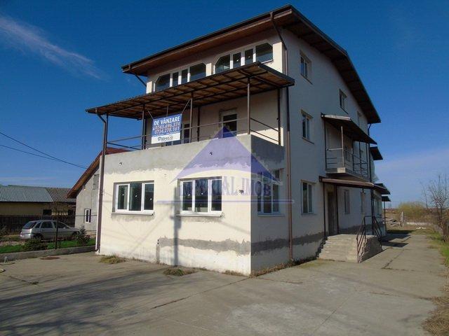 Vila de vanzare direct de la agentie imobiliara, in Ciolpani, cu 115.000 euro. 4 grupuri sanitare, suprafata utila 300 mp. Are 1 etaj si 9 camere.