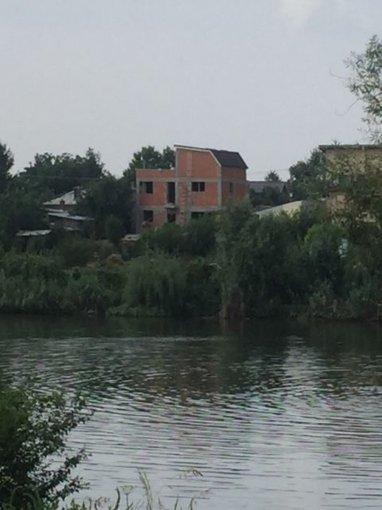 Vila de vanzare direct de la agentie imobiliara, in Stefanestii de Sus, cu 67.000 euro. 2  balcoane, 3 grupuri sanitare, suprafata utila 270 mp. Are 2 etaje si 6 camere.