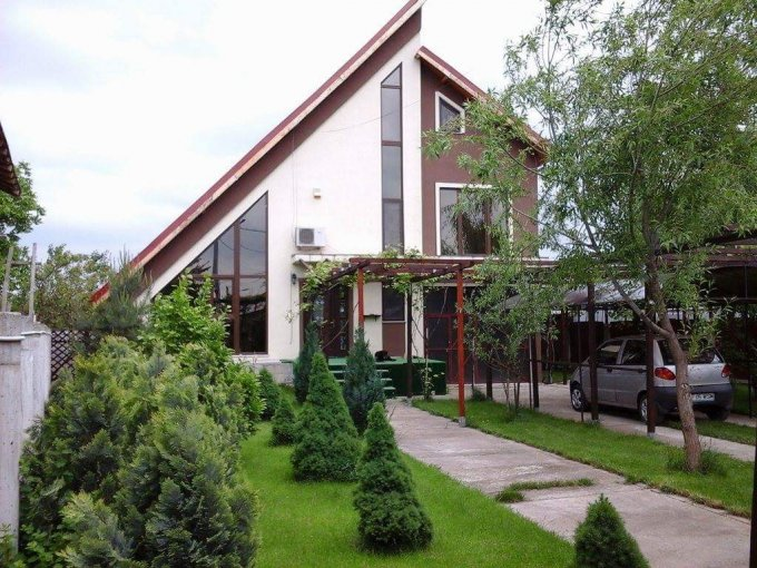 Vila de vanzare direct de la proprietar, in Clinceni, cu 139.000 euro. 3  balcoane, 5 grupuri sanitare, suprafata utila 330 mp. Are 2 etaje si 7 camere.