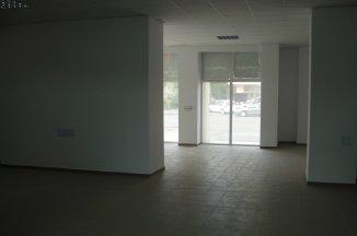 proprietar inchiriez Spatiu comercial camere, 144 metri patrati, in zona Centru, orasul Baia Mare