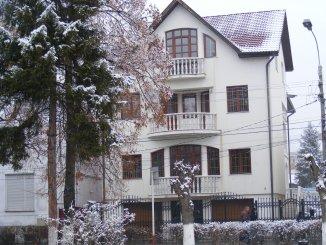vanzare casa cu 8 camere, zona Ultracentral, orasul Tarnaveni, suprafata utila 800 mp