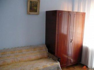proprietar inchiriez apartament decomandata, in zona Central, orasul Piatra Neamt