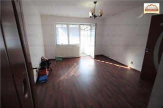 vanzare apartament cu 3 camere, semidecomandat-circular, orasul Slatina