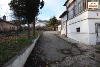 vanzare casa cu 12 camere, zona Orasul de Jos, orasul Slatina, suprafata utila 300 mp