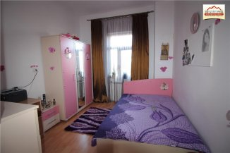 Vila de vanzare cu 1 etaj si 4 camere, Slatina Olt