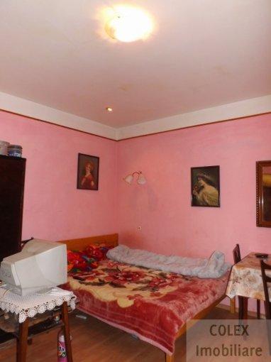 Apartament de vanzare direct de la agentie imobiliara, in Azuga, in zona Semicentral, cu 25.000 euro negociabil. 1 grup sanitar, suprafata utila 36 mp.