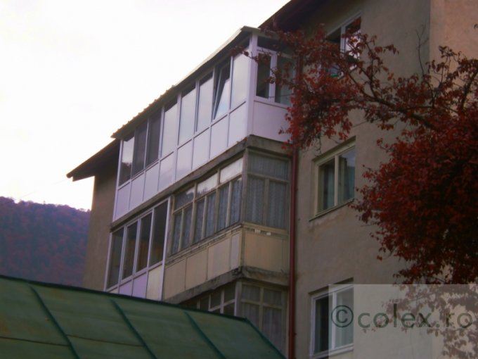 Apartament de vanzare in Sinaia cu 2 camere, cu 1 grup sanitar, suprafata utila 54 mp. Pret: 39.000 euro negociabil.