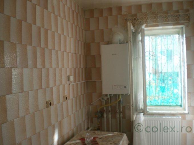 Apartament de vanzare in Sinaia cu 2 camere, cu 1 grup sanitar, suprafata utila 49 mp. Pret: 35.000 euro negociabil.