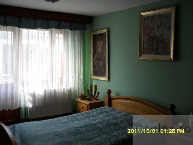 Apartament vanzare Halta - 1 Mai cu 2 camere, etajul 3, 1 grup sanitar, cu suprafata de 40 mp. Sinaia, zona Halta - 1 Mai.