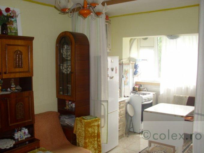 Apartament de vanzare in Sinaia cu 2 camere, cu 1 grup sanitar, suprafata utila 47 mp. Pret: 49.500 euro negociabil.