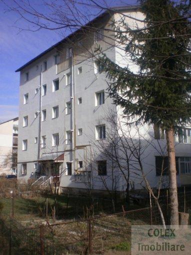 vanzare Apartament Azuga cu 2 camere, cu 1 grup sanitar, suprafata utila 42 mp. Pret: 35.000 euro negociabil.
