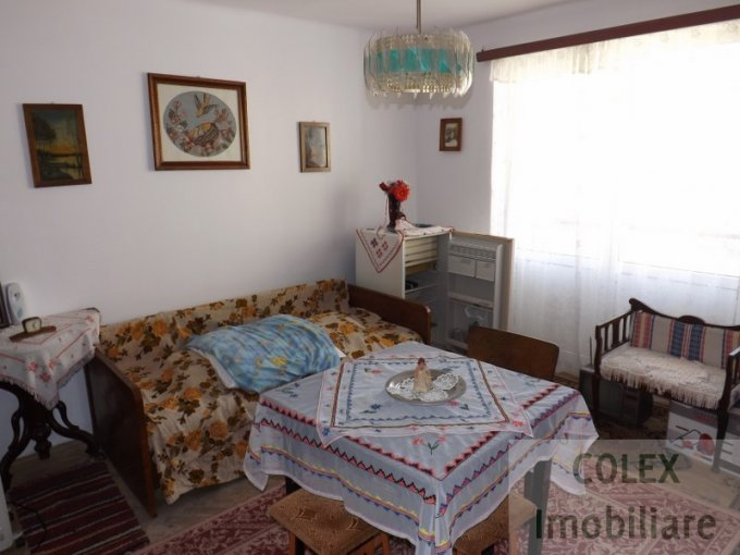 Apartament de vanzare in Sinaia cu 2 camere, cu 1 grup sanitar, suprafata utila 42 mp. Pret: 32.000 euro negociabil.