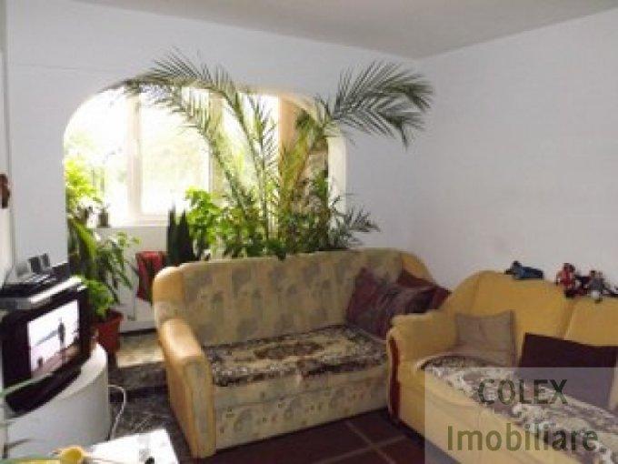 Apartament de vanzare in Breaza cu 2 camere, cu 1 grup sanitar, suprafata utila 52 mp. Pret: 28.000 euro negociabil.