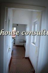 agentie imobiliara vand apartament decomandat, in zona Castelul Peles, orasul Sinaia