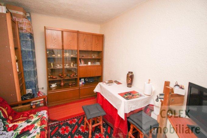 vanzare Apartament Sinaia cu 2 camere, cu 1 grup sanitar, suprafata utila 55 mp. Pret: 31.000 euro negociabil.