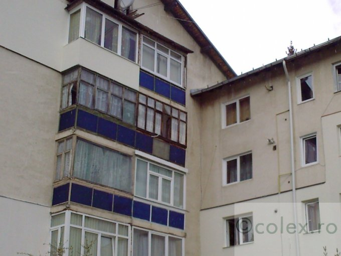vanzare apartament cu 2 camere, decomandata, orasul Busteni