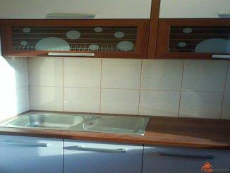Apartament cu 2 camere de vanzare, confort 2, zona Centru,  Campina Prahova