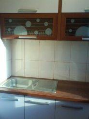 proprietar vand apartament semidecomandata, in zona Central, orasul Campina