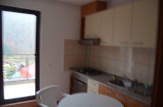 vanzare apartament cu 2 camere, decomandat, in zona Izvor, orasul Sinaia