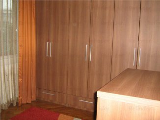 inchiriere apartament cu 3 camere, decomandat, in zona Ultracentral, orasul Ploiesti