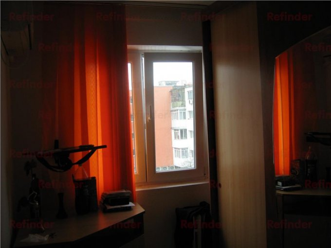 vanzare apartament cu 3 camere, decomandat, in zona Mihai Bravu, orasul Ploiesti