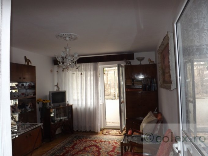 vanzare Apartament Sinaia cu 3 camere, cu 1 grup sanitar, suprafata utila 50 mp. Pret: 43.000 euro negociabil.