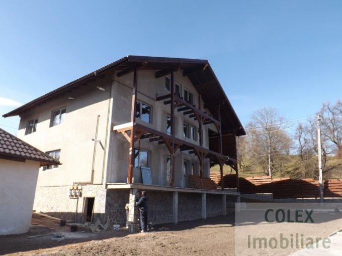 Apartament de vanzare in Comarnic cu 3 camere, cu 1 grup sanitar, suprafata utila 96 mp. Pret: 45.000 euro negociabil.