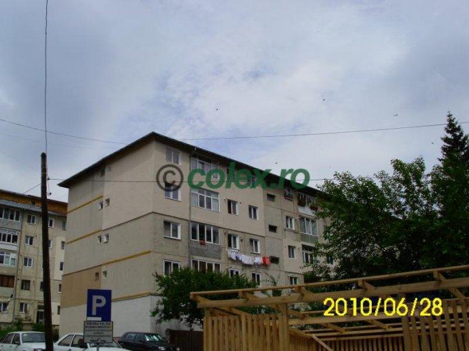 Apartament de vanzare direct de la agentie imobiliara, in Sinaia, in zona Semicentral, cu 65.000 euro negociabil. 1 grup sanitar, suprafata utila 57 mp.